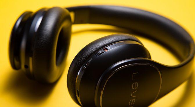 10 Podcasts die iedereen zou moeten horen!